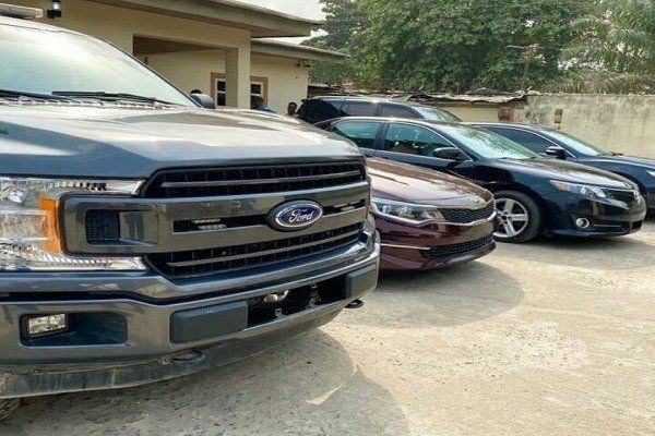 image-of-emoney-car-gifts-birthday-to-workers
