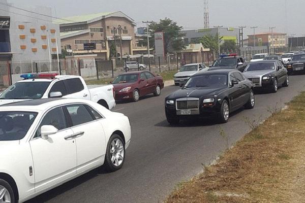 a-rolls-royce-running-on-nigerian-street