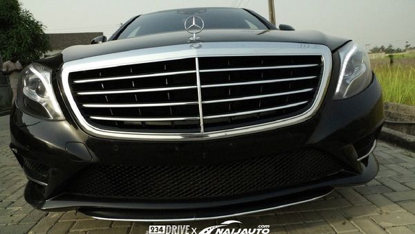 Front-of-the-Mercedes-Benz-S550