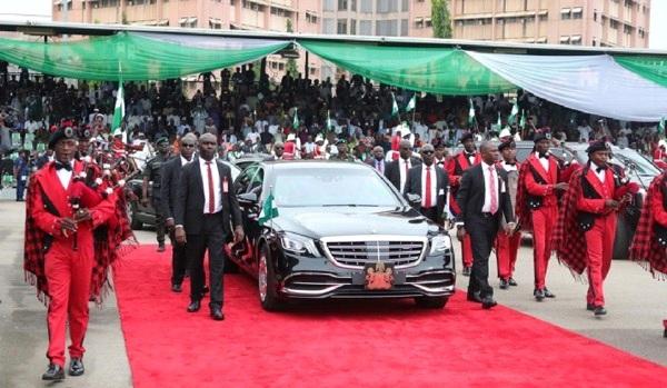 president-escorted-in-car
