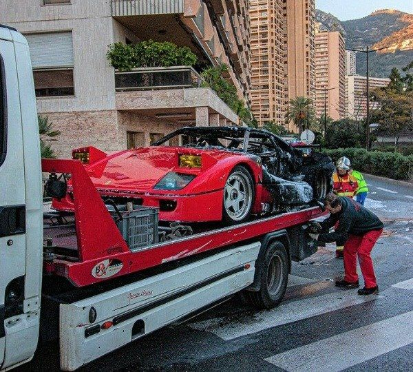 image-of-ferrari-f40-burst-into-flames-and-towed-away-by-fire-fighters