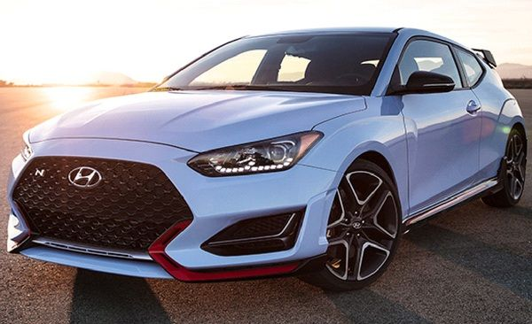 angular-front-of-the-hyundai-veloster