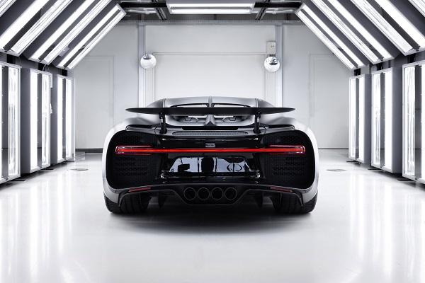 image-of-bugatti-chiron-noire-sportive-rear-view