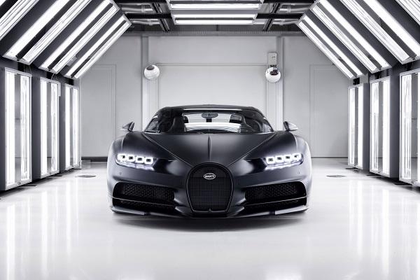 image-of-bugatti-chiron-noire-sportive-front-view