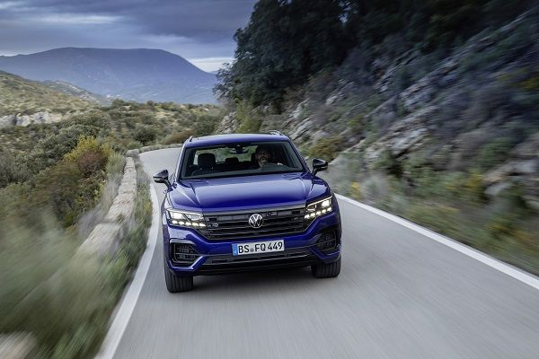 image-of-2020-vw-touareg-r-phev-front-view