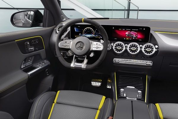 2021-mercedes-amg-gla-45-interior