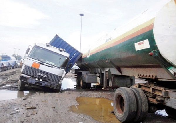 Articulated-heavy-duty-vehicle-accident-on-Lagos-road