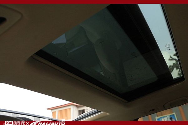The-panoramic-roof-on-a-Benz-GLK