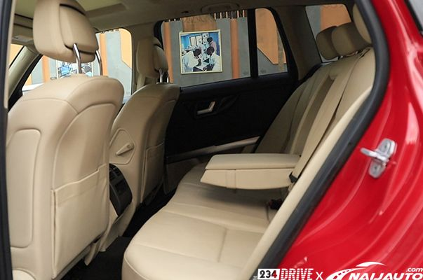 The-interior-of-a-Mercedes-Benz-GLK