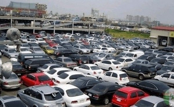 seized-cars-at-warehouse