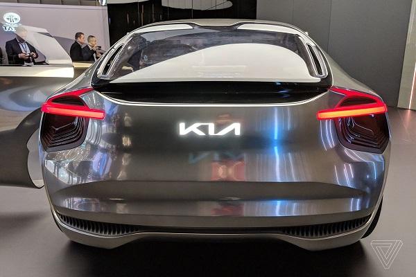 New-Kia-logo-on-concept-model