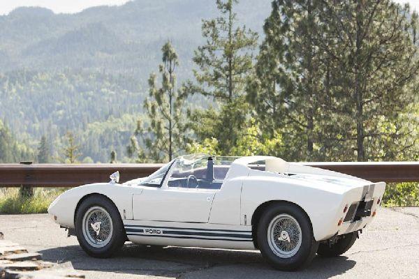 1965-ford-gt40-roadster-prototype-rear