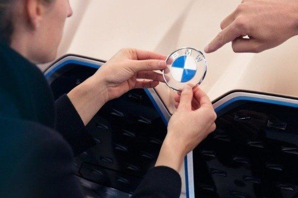 image-of-bmw-new-flat-logo