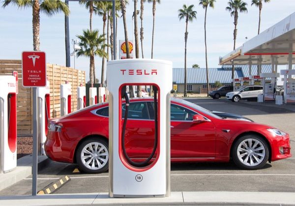 Tesla-car-recharging
