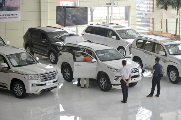 cars-in-showroom