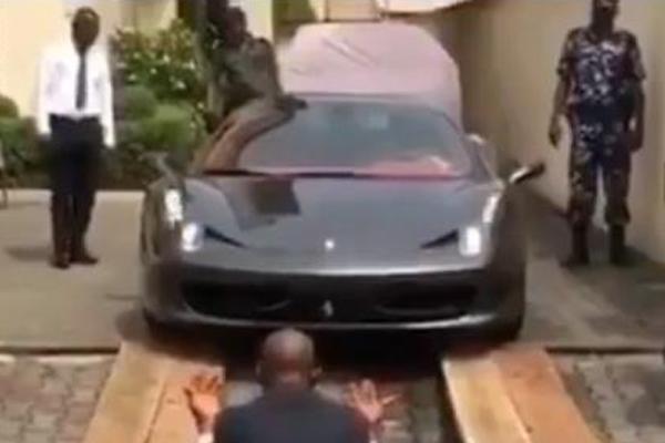 A-Ferrari-stuck-on-a-ramp-in-Nigeria