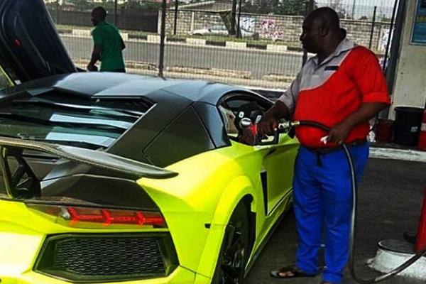 A-Lamborghini-Aventador-getting a-gas-refill