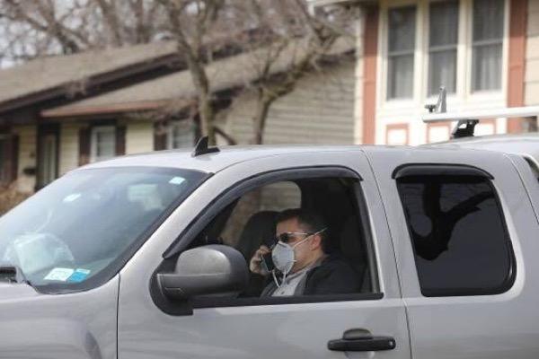 Man-in-car-wearing-nose-mask