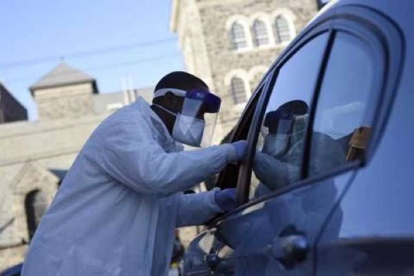 Health-expert-inspecting-vehicle