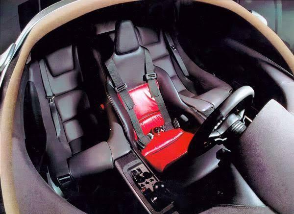3-seats-arrangement-on-the-F1