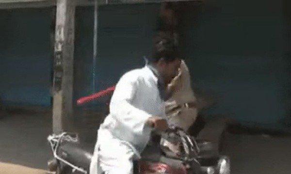image-of-indian-police-mishandling-motorists-amidst-coronavirus