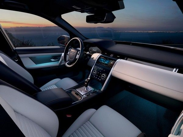 2020-land-rover-discovery-cabin