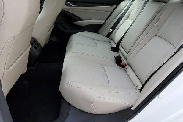 2020-Honda-Accord-Rear-seat