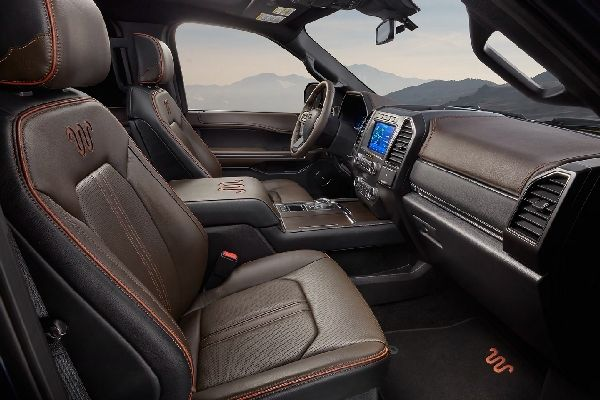 ford-expedition-front-seat