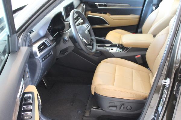 kia-telluride-front-seat