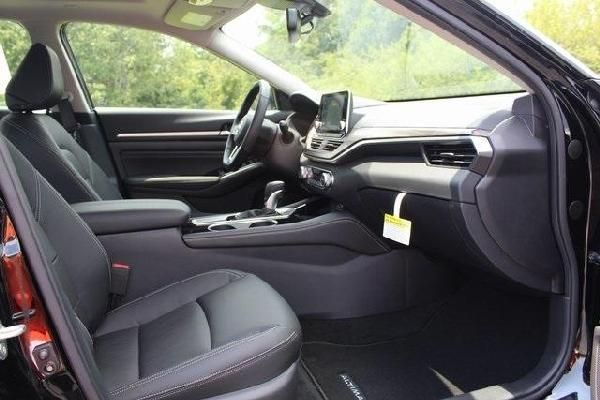nissan-altima-2020-front-seat