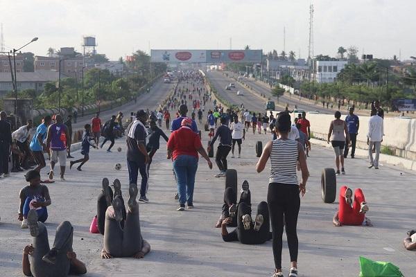 Lagosians-found-gathering-during-Lockdown-along-Gbagada-Express