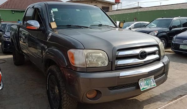 A-second-hand-Toyota-Tundra-for-sale-in-Lagos-Nigeria