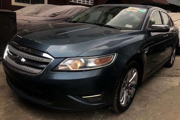 A-front-view-of-the-2010-Ford-Taurus