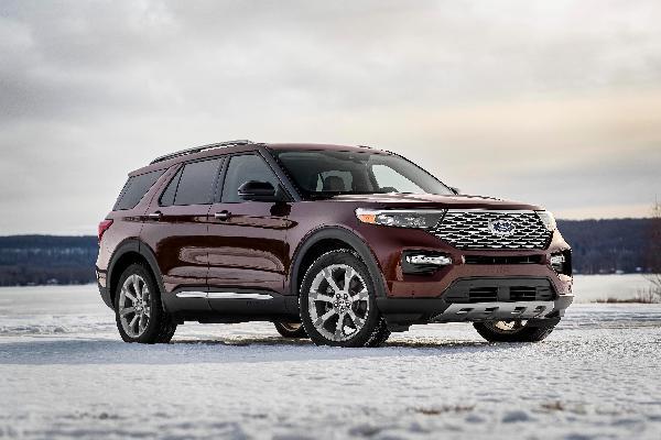 2020-ford-explorer-platinum-side-view