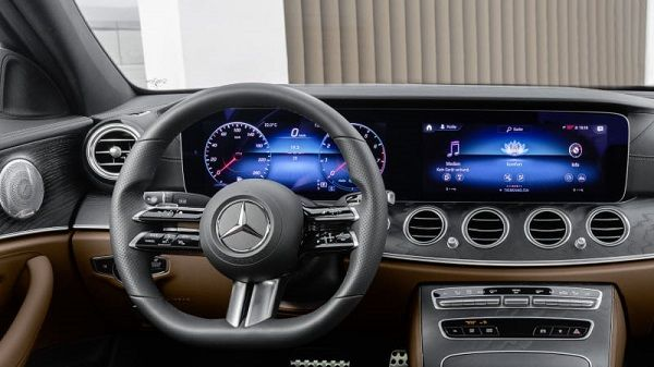 Touch-sensitve-steering-wheel-with-fresh-design-to-be-featured-in-coming-Mercedes-E-Class-model