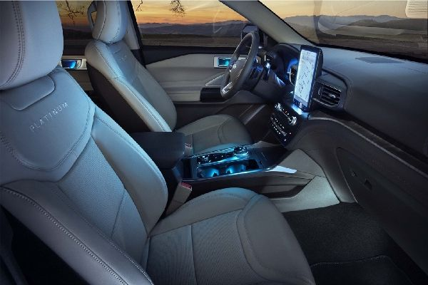 2020-ford-explorer-front-seat