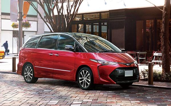 Toyota-Previa-exterior