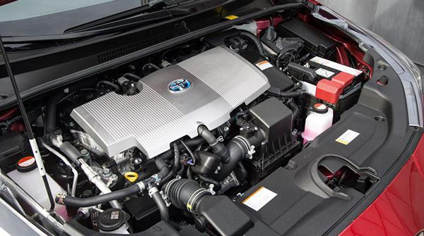 Toyota-Prius-engine