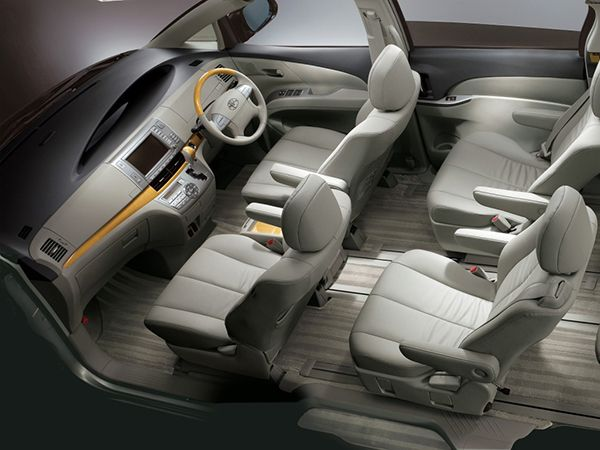 Interior-space-of-the-Toyota-Previa
