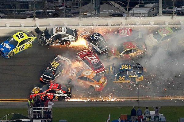dayton-500-2019-crash-nascar