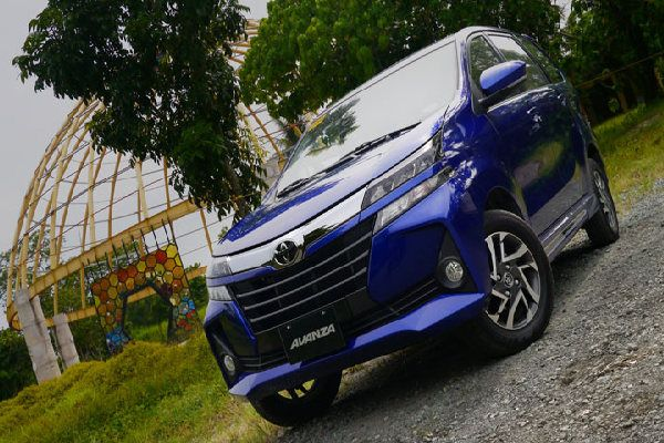 toyota-avanza-front-view