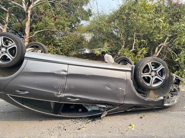 Benz-tumble-in-accident