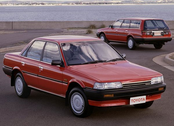 1990-Toyota-Camry-station-wagon