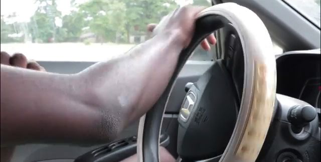 driving-with-one-hand