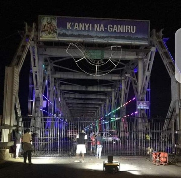 Gate-on-Niger-bridge-erected-by-Anambra-state-government