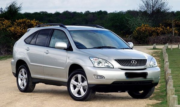 Front-side-view-of-the-Lexus-RX-330