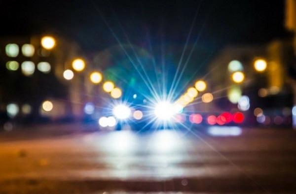 Car-headlights-at-night