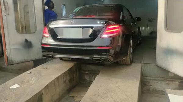 A-Benz-entering-car-oven