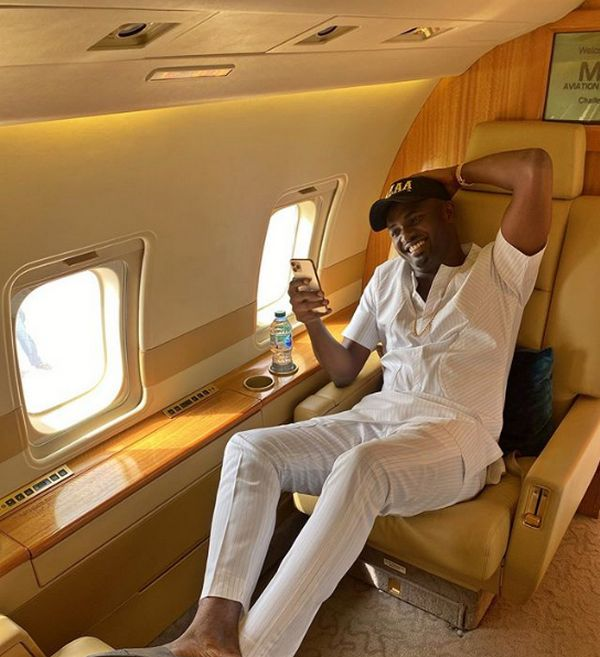 Jowi-zazaa-in-his-private-jet-seat