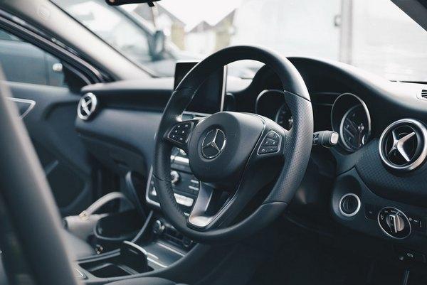 a-mercedez-steering-wheel